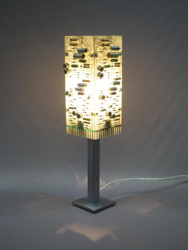 lampe allumée cartes électroniques