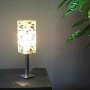 petite lampe design sur table