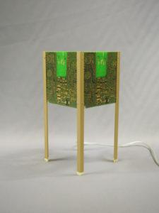 Lampe 4 pieds en circuits imprimés