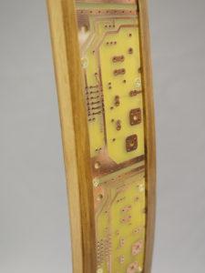 Association du bois et des circuits imprimés